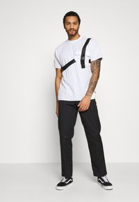 The Ragged Priest - TEE WITH STRAPPED PLUG DETAIL - Print T-shirt - white - 1