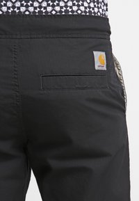 Carhartt WIP - MARSHALL COLUMBIA - Trousers - black rinsed - 5