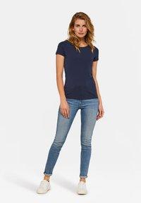 WE Fashion - WE FASHION DAMEN-T-SHIRT AUS BIO-BAUMWOLLE - Basic T-shirt - dark blue - 1
