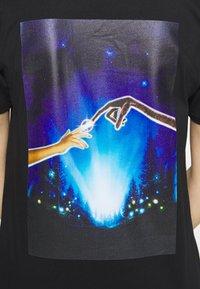 Merchcode - LADIES E.T. LOGO AND SPACE TEE - Camiseta estampada - black - 5