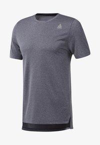 Reebok - WOR MÉLANGE TECH TOP - Print T-shirt - heritage navy - 0