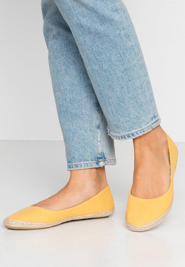 Alpargatas - yellow