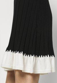 TWINSET - ABITO IN MAGLIA CON BALZINA - Jumper dress - nero/neve - 3
