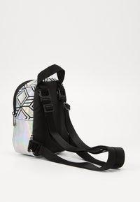 adidas Originals - MINI  - Batoh - silver - 3