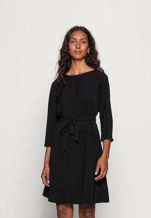 WOVEN 3/4 SLEEVE BELTED DRESS - Sukienka letnia - black