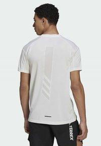 adidas Performance - TERREX PARLEY AGRAVIC TRAIL ALL-AROUND  - Basic T-shirt - white - 2