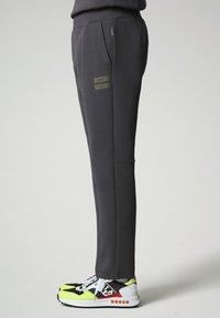 Napapijri - OAHU - Tracksuit bottoms - dark grey solid - 3