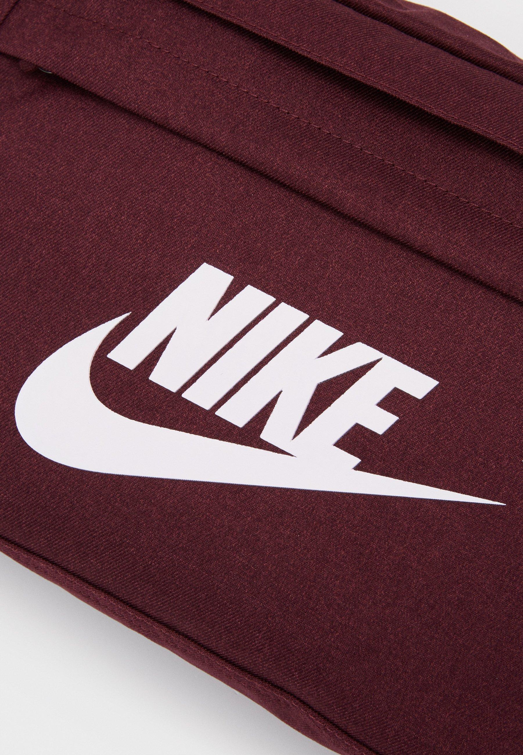 Nike Sportswear TECH HIP PACK - Rumpetaske - night maroon/white/vinrød SvL3TnnY1uFd5rP