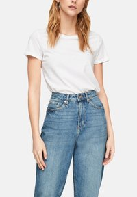 QS by s.Oliver - Basic T-shirt - white - 4