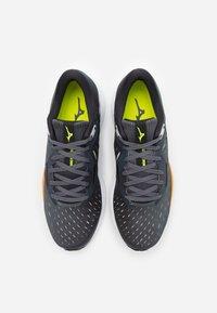 Mizuno - WAVE RIDER 24 - Neutral running shoes - castle rock/phanton/orange - 3