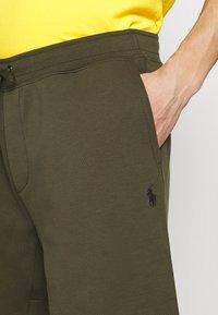 Polo Ralph Lauren - DOUBLE KNIT TECH-SHO - Short - company olive - 5