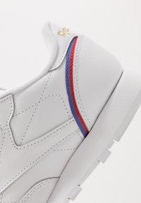 Reebok Classic - Trainers - white/radiant red/blast blue - 6
