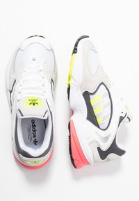 adidas Originals - FALCON 2000 - Sneakersy niskie - solar yellow/raw white - 5