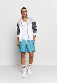 Nike Sportswear - Windbreaker - white/wolf grey/dark grey - 1