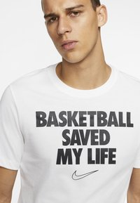 Nike Performance - HERREN BASKETBALL - Print T-shirt - white - 3