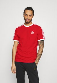 adidas Originals - STRIPES TEE - Camiseta estampada - scarlet - 0
