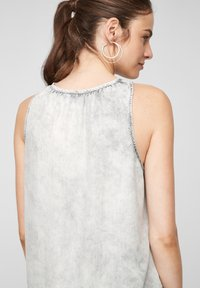 QS by s.Oliver - Top - grey - 5