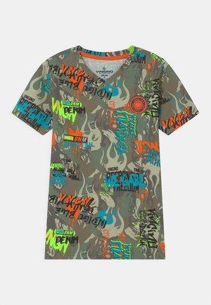WEAREART - Nachtwäsche Shirt - multicolor/army green