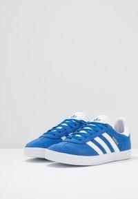 adidas Originals - GAZELLE - Trainers - blue/footwear white/gold metallic - 3