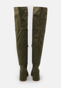 Missguided - LOW BLOCK HEEL BOOTS - Overknee laarzen - olive - 3