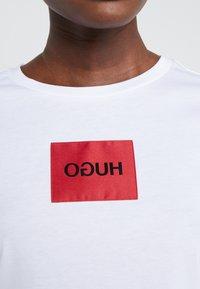 HUGO - DENNJA - T-shirt imprimé - white - 5