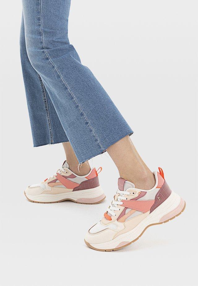 MIT VERSCHIEDENEN ELEMENTEN  - Sneakers laag - multi-coloured