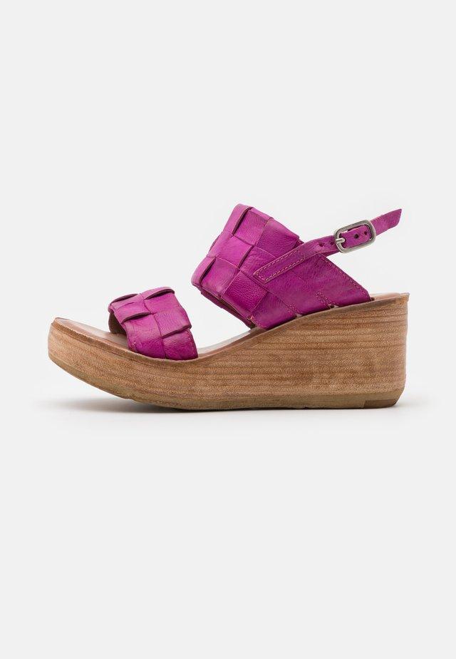 Sandalen met plateauzool - fuchsia