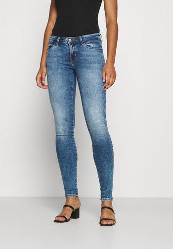 CURVE - Jeans Skinny Fit - blue denim