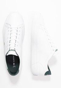 Lacoste - GRIPSHOT - Sneakersy niskie - white/dark green - 1