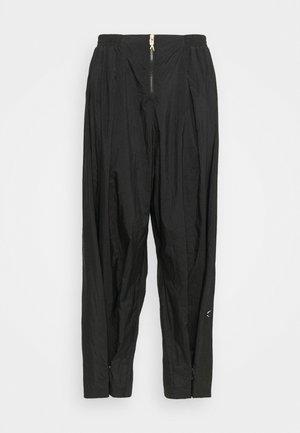 PANT IN - Teplákové kalhoty - black