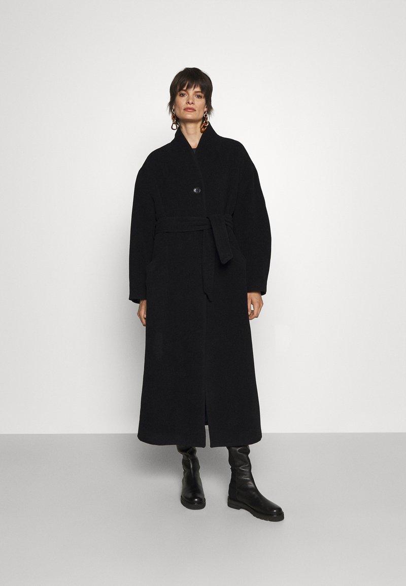 House of Dagmar - CAMERON - Klasický kabát - black