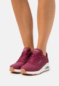 Skechers Sport - UNO - Sneakers laag - burgundy - 0
