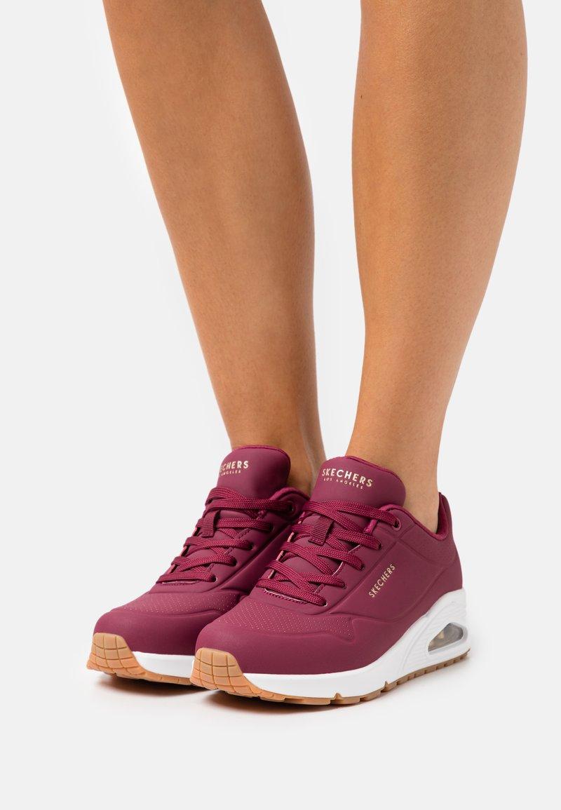 Skechers Sport - UNO - Sneakers laag - burgundy