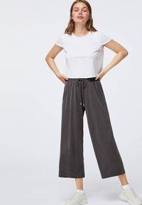 OYSHO - Pantaloni sportivi - dark grey - 0