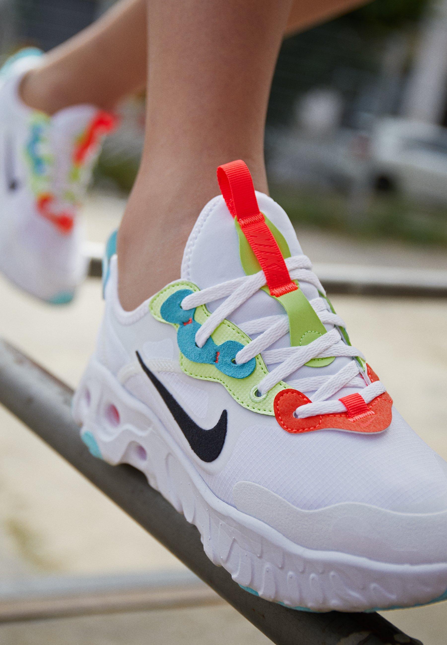 Nike Sportswear REACT ART3MIS - Baskets basses - white/black ...