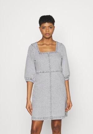 NMSOPHIE ¾ DRESS - Denimové šaty - light grey denim