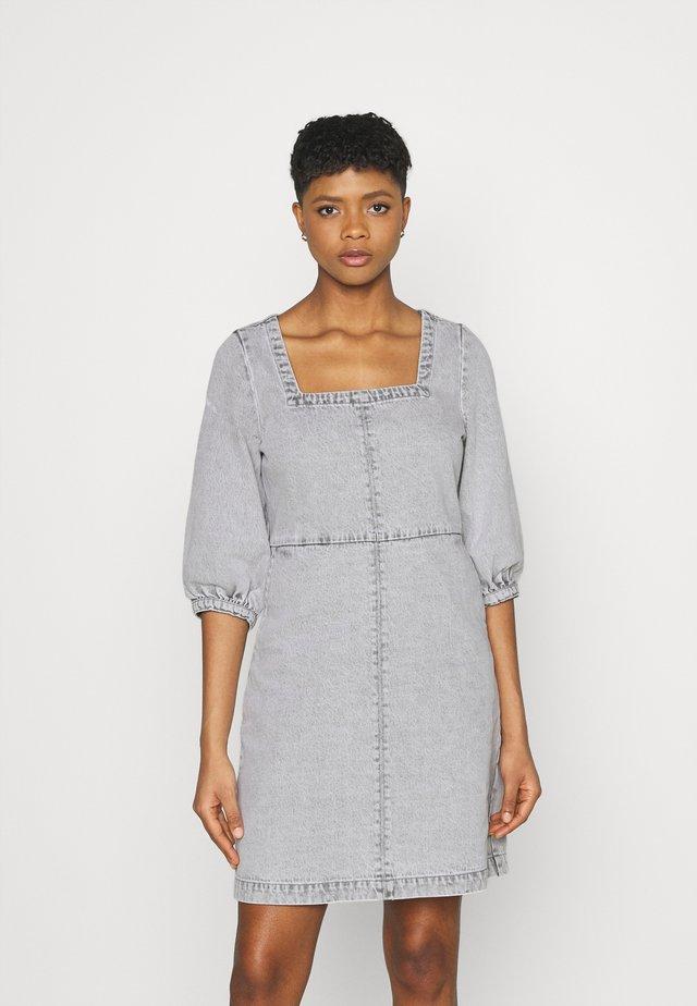 NMSOPHIE ¾ DRESS - Spijkerjurk - light grey denim
