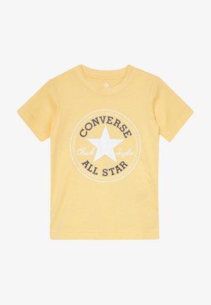 CORE CHUCK PATCH TEE  - Print T-shirt - topaz gold