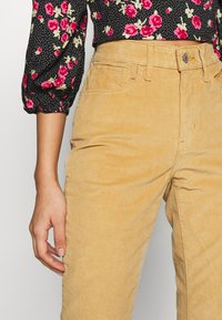 Levi's® - HIGH RISE BOOTCUT - Trousers - iced coffee - 3