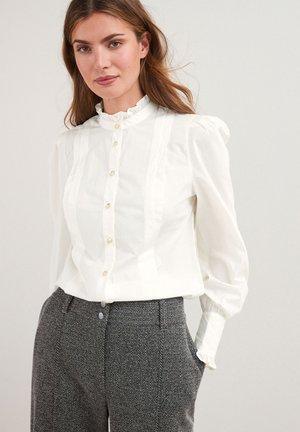 PLEAT FRONT - Button-down blouse - white