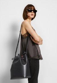 Mansur Gavriel - BUCKET BAG - Across body bag - black/flamma - 4