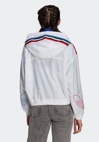 adidas Originals - ADICOLOR TRICOLOR  - Windbreaker - white - 2