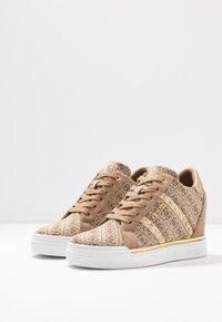 Guess - FAYNE - Sneakers - beige - 4
