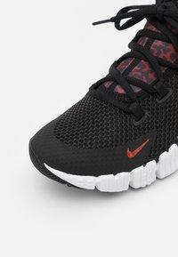 Nike Performance - FREE METCON 4 UNISEX - Gym- & träningskor - black/dark cayenne-white/solar flare - 5