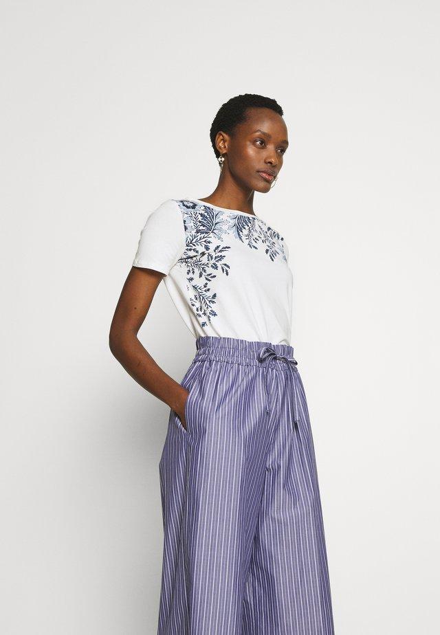 MANIOCA - T-shirt z nadrukiem - ultramarine