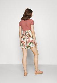 Vero Moda - Shorts - birch/selma - 2