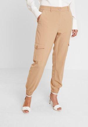 KAEDA  - Cargo trousers - tannin