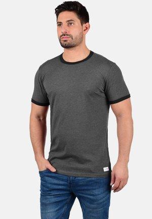 MANOLDO - T-shirt print - forged iron
