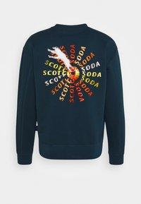 Scotch & Soda - CREWNECK  WITH ARTWORK IN MIXED TECHNIQUES - Sweatshirt - arctic teal - 1