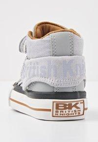 British Knights - ROCO - Baby shoes - lt grey/cognac - 3